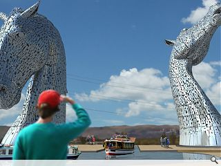Falkirk looks to turn heads with Kelpies construction