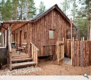 The Woodman's Hut forms part of the Lazy Duck campsite. It was largely built from the timber of a 260 year old Caledonian Pine tree which had to be chopped down following snow damage