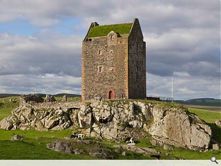 Smailholm Tower turf roof unveiled
