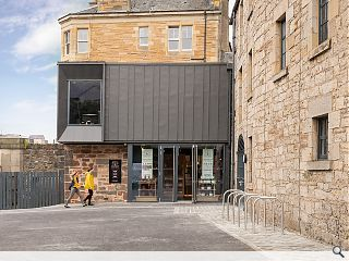 Urban distillery blends tradition & modernity in Edinburgh